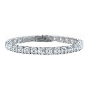 NIce diamond tennis bracelet